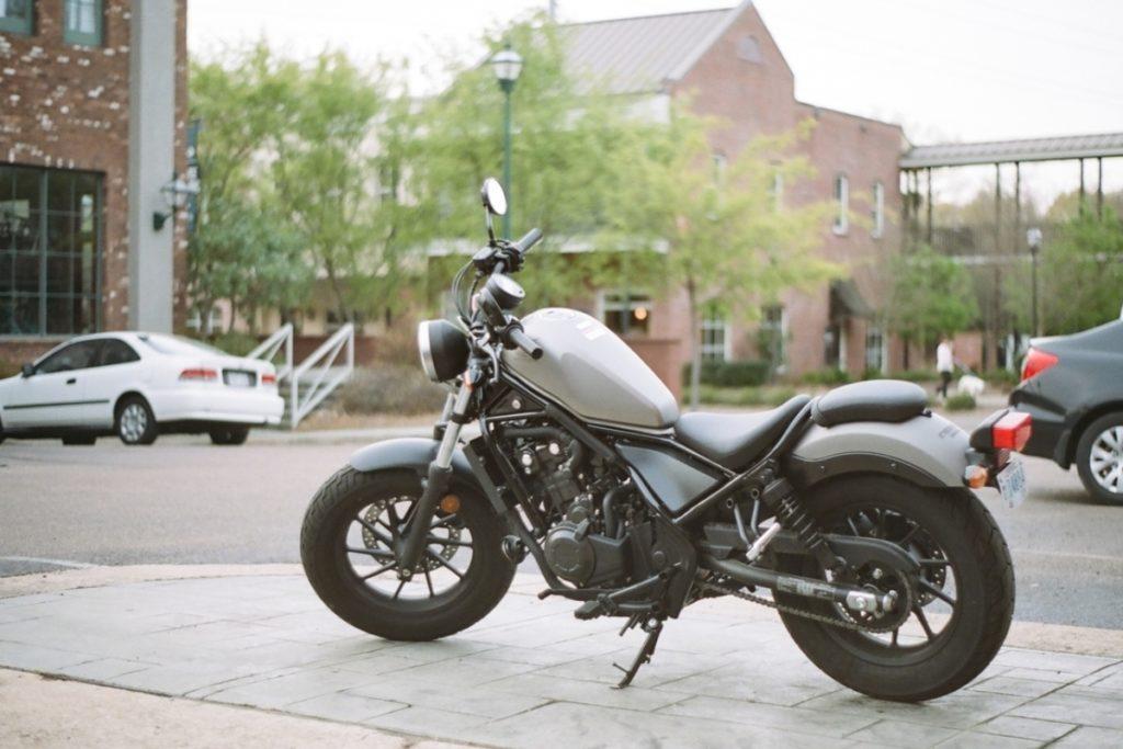 シフトポジションが目視できる国内メーカーのバイクまとめ