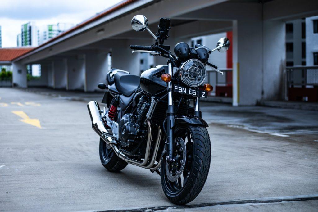 シフトポジションが表示されるバイク:honda