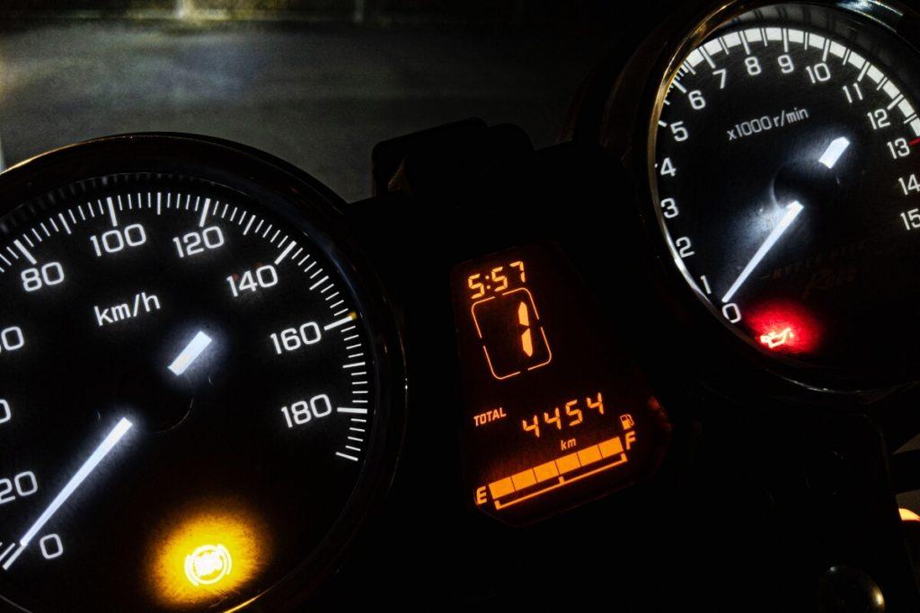 レンタルバイクの保険と補償比較:ガソリンは満タン