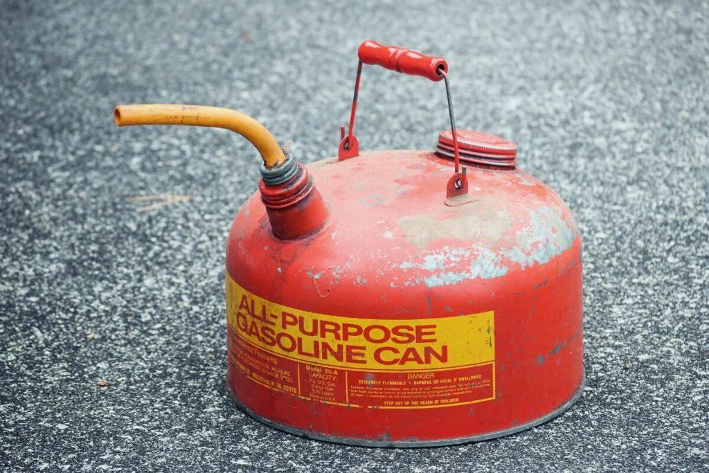 これだは持っておきたい!ロングツーリングに携行するべき道具:ガソリン携行缶