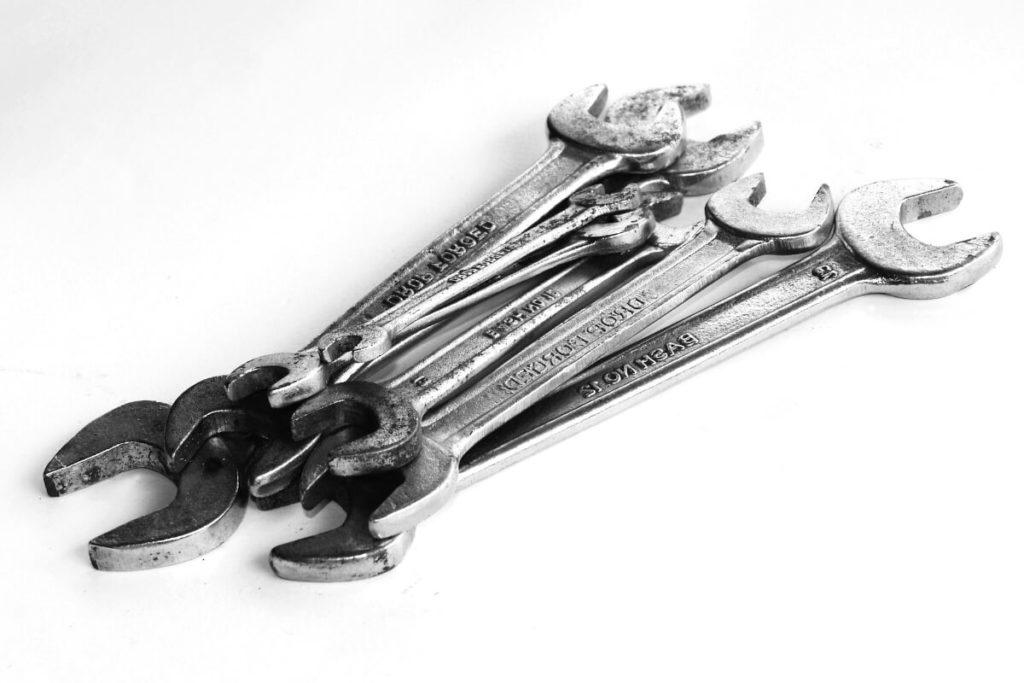 緊急時に役立つ!ツーリングに必ず携行するべき工具たち:スパナ