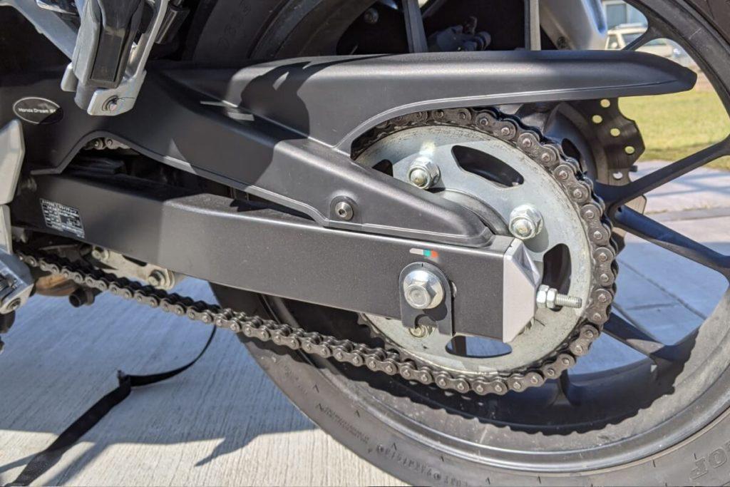 バイクの性能低下を招く!チェーンにできたサビを落とす方法:メンテナンス後