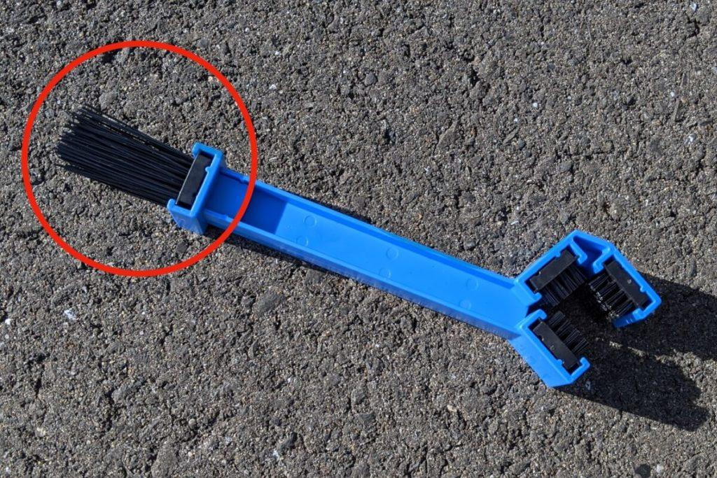 CB400SFフロントスプロケットの掃除:チェーンブラシ