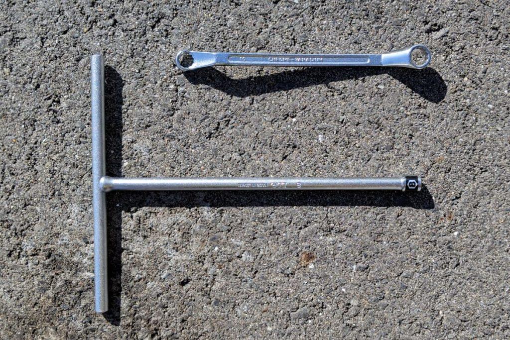 CB400SFフロントスプロケットの掃除:必要な工具