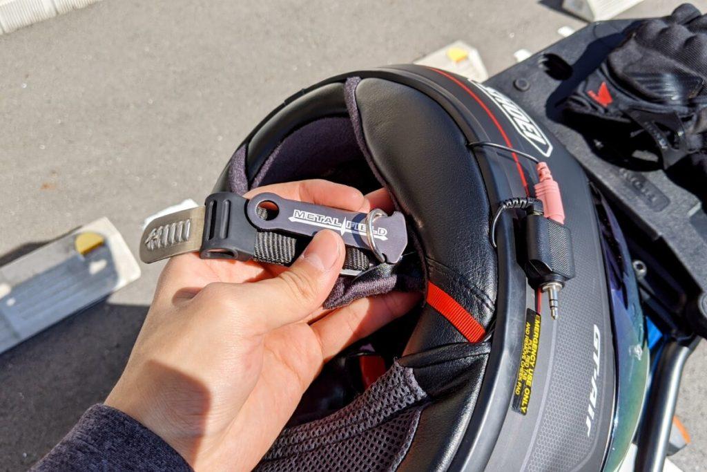 ヘルメットロックが使えない方必見!キジマ ヘルロックアシスト:ヘルメットに取り付ける